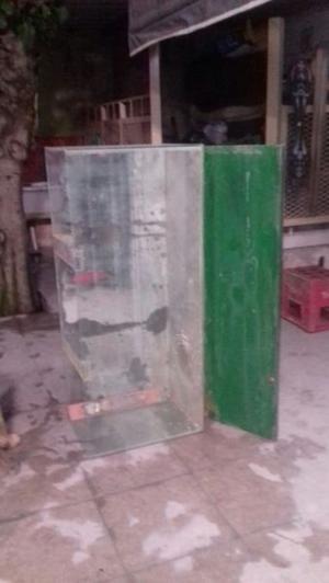 Pecera 128x54x40con base de madera y soporte de metal