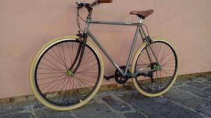 Vendo bici urbana! Rodado 28, llantas doble pared, 7