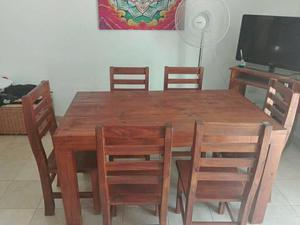 Excelente Juego de mesa con 6 sillas