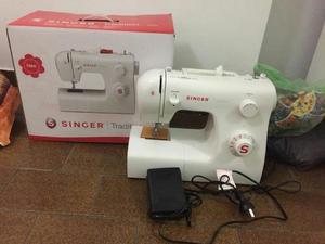 Maquina de coser Singer mod  en caja
