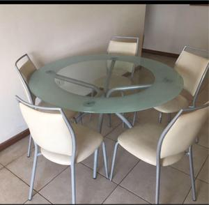 Mesa de vidrio circular con 6 sillas