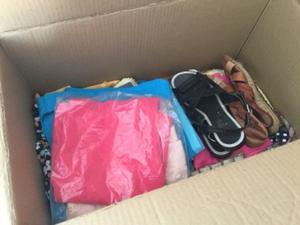 Se vende caja de ropa de mujer usadas y nuevas