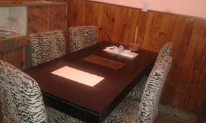 Vendo mesa guatambu y 6 sillas vestidas