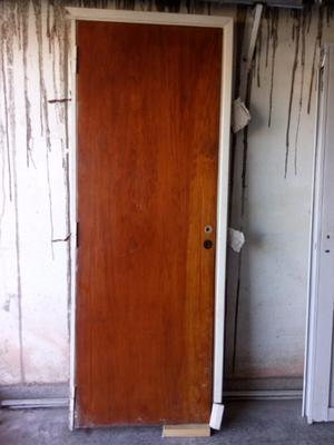 Puerta placa con marco de madera dura