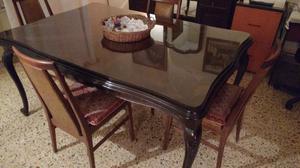 Antigua mesa de comedor de estilo