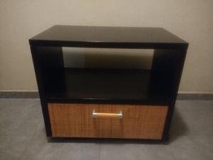 Mesa TV con ruedas Enchapada en madera tono Wengue combinado