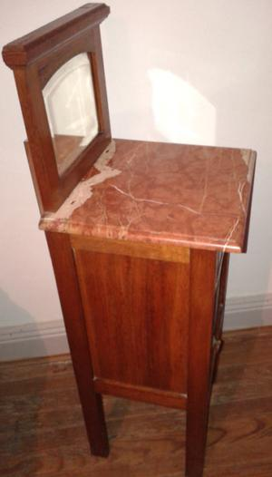 Mesa de luz antigua de marmol