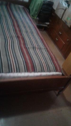 vendo cama de 1 plaza con su colchon