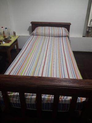 Cama de madera y colchón 1 plaza
