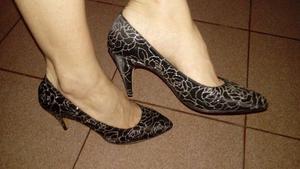 Vendo Zapatos luis xv negro y plateado 39