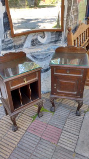 Antigua mesa de luz en madera de Roble
