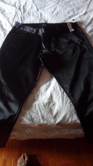 Pantalon de raso marca zara.