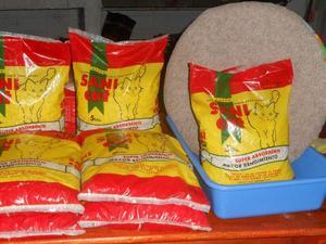 kit para gatos de 7 bolsas de piedritas +bandeja + rascador