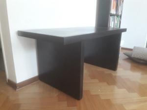 Mueble esquinero y mesa ratona