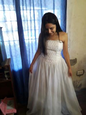 Vestido hermosoo de 15 o de novia con cola