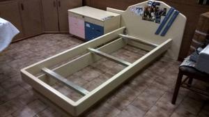 Cama 1 plaza con cabecera y mesa ratona