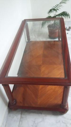 Mesa ratona de vidrio y madera maciza