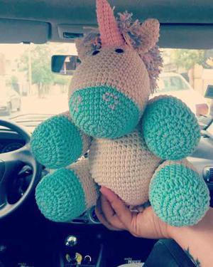 Micaela Crochet - Una peque feliz con su unicornio gigante ... | 375x300