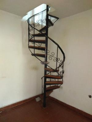 Vendo escalera perfil hierro y madera en la posot class for Escalera recta de hierro y madera