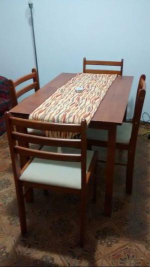 Mesa y cuatro sillas posot class for Mesa algarrobo usada