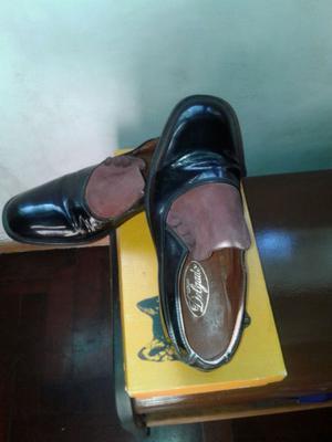 Zapatos de charol de cuero y gamuza con botones