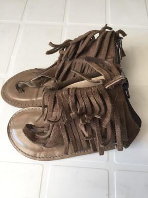 Sandalias para nena de cuero c/ flecos número .