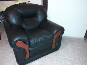 Un sillón de 3 cuerpos y 2 individuales