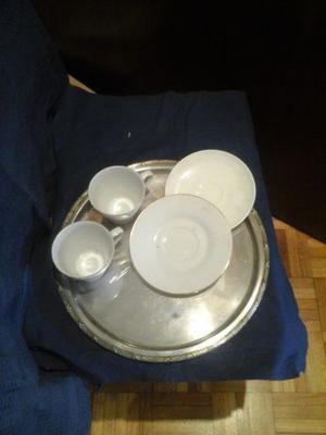 Vajilla de porcelana y bandeja.