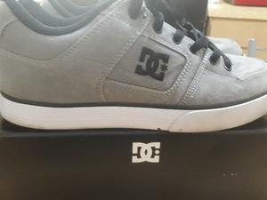 Zapatillas DC talle 40 precio por los 2 pares