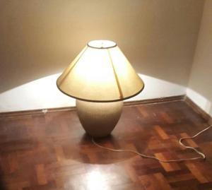 Lámpara de porcelana con tulipa y foco