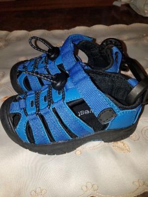 zapatillas niño nuevas muy lindas!!!
