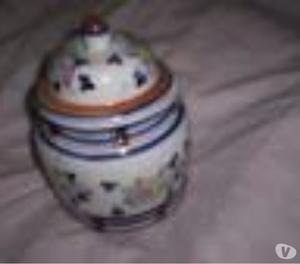Bombonera De Ceramica Y Tapa,alto 18cm.¡¡¡¡perfecta