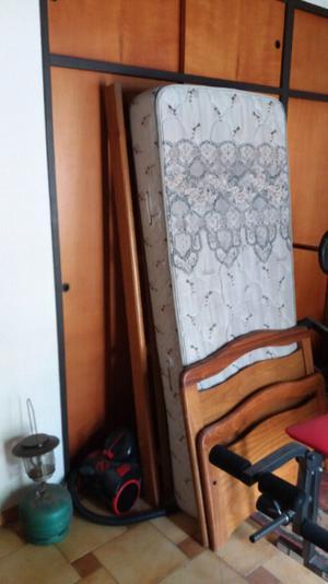 Cama de una plaza + colchón.