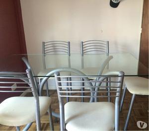 Juego de comedorMesa de vidrio en perfecto estado +5 sillas