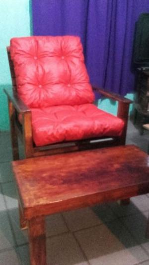Sillon de madera y mesa ratona