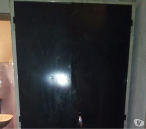 Vendo armario metálico usado 2 puertas 5 estantes 180x93x48