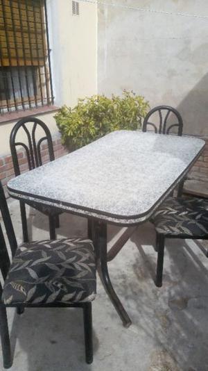 Vendo mesa Formica con 4 sillas