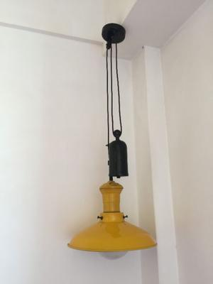 Lámpara de campo colgante regulable. Usada, en perfecto
