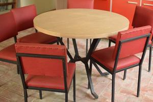 Mesa redonda y seis sillas