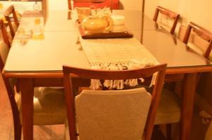 Vendo Juego de Mesa y 6 Silla tapizadas