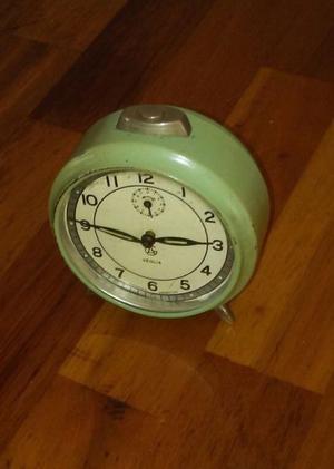 reloj antiguo a cuerda veglia funcionando.