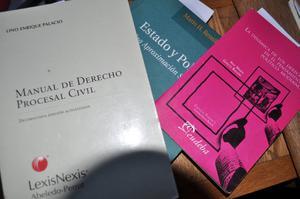 vendo tres libros de Derecho en muy buen estado