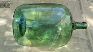 Antigua Damajuana de vidrio color verde de 30 litros