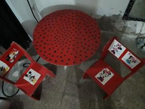 Mesita + 2 sillas