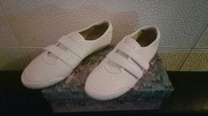 Zapatillas para mujer. Nuevas sin uso. 36
