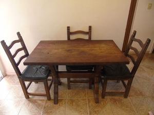 Mesa de algarrobo y cuatro sillas