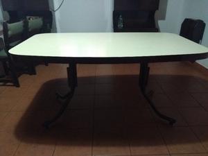 vendo mesa de fornica con patas de hierro.