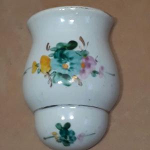 Florero Pequeño de Pared o Perejilero de Porcelana