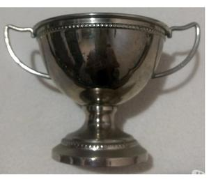 Antigua copa trofeo de acero