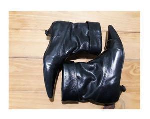 Hermosas botas de cuero auténtico. Numero 37.